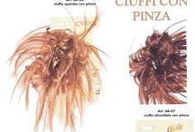 EXTENSION CAPELLI SINTETICI  / Vasta gamma di ciuffi ed elastici di capelli finti in varie tonalità di colore.  Capello lavabile realizzato in fibra sintetica.