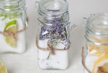 Wedding Favours and guest book ideas to inspire you! / Inspiring ideas for wedding favours!!