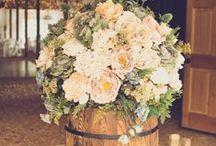 Rustic Wedding Ideas / Find gorgeous #rusticwedding  DIY inspiration here! #countrywedding #barnwedding
