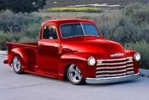 Classic Chevrolet Trucks / Snapshots of Yesterday's Classic Chevy Trucks and Vintage Chevy Pickups that Still Win Our Hearts Today