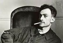Balthus / Balthus, pseudonimo di Balthasar Kłossowski de Rola (Parigi, 29 febbraio 1908 – Rossinière, 18 febbraio 2001), pittore francese di origine polacca.