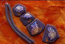 Ожерелья для животных (Necklaces for pets) / Ожерелья, колье, декоративные ошейники - в общем, почти все на шею.