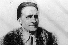 Marcel Duchamp / Marcel Duchamp (Blainville-Crevon, 28 luglio 1887 – Neuilly-sur-Seine, 2 ottobre 1968) pittore, scultore e scacchista francese naturalizzato statunitense nel 1955.