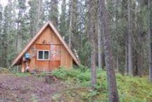 Ma cabane au Canada / Au fond des bois, en bord de lac, surplombant la mer, perchée dans les arbres, avec vue sur le fleuve, perdue au milieu des prairies ... il y a une cabane pour chaque rêve!