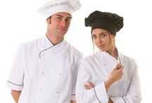 CHAQUETAS DE COCINA / Observa nuestro catálogo de chaquetas de cocina unisex para hostelería y restauración. Encontrarás diferentes diseños y colores de gran calidad a juego con los pantalones. El tejido utilizado en su confección es de alta calidad y larga duración.