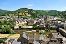 Résidence St Geniez d'Olt - Le château Ricard / Située au coeur de St Geniez d'Olt, petit village au coeur de l'Aveyron, la résidence le château Ricard vous propose une location de vacances dans un château du 17 ème siècle entièrement rénové.