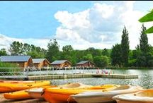 Saint Amand de Coly - Les cottages du Lac / Au coeur du Périgord Noir, à proximité de Sarlat, la résidence de St Amand de Coly vous propose ses cottages directement implantés sur le lac ou au coeur d'un parc arboré. La piscine, le mini golf, un terrain multi-sports.