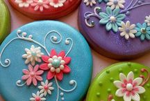 Macarons and Iced Biscuits / Irresistible colourful treats