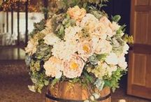 Rustic Chic Wedding Themes / Come witness the KISS of our sweet wedded BLISS!