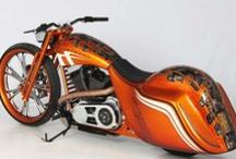 born to ride | baggers / by Glenyse