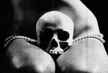 sculls/ skeleton