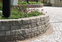 Muurikko muuri | Retaining wall | curved walls / Taipuisa ja moniin muotoihin mukautuvainen Muurikko-muuri sopii erityisesti kaareviin muotoihin. Viimeistelty tuote, jossa kaikki sivut ovat lohkopintaisia.