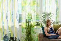 """Fuggerhaus - Holiday / Mit einem bunten Zusammenspiel von frischen Farbverläufen versprüht die Fuggerhaus-Kollektion """"Holiday"""" Sommerfeeling und begeistert mit leichten Wasserverläufen und Farbsprenklern die sich durch die Muster ziehen. Die exklusiven Designs spiegeln die Sehnsucht nach Sommer und Urlaub wider und lassen die Seele bei weichen Aquarellverläufen baumeln."""