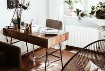 Büro einrichten & Homeoffice Ideen / Hier gibt es jede Menge Ideen, wie du dein Büro einrichten und dein Homeoffice einrichten kannst. Büro Ideen, Büro Sprüche und Büro Gestaltung stehen im Vordergrund. Außerdem sammle ich Ideen, wie man seinen Büro Arbeitsplatz so gemütlich wie möglich machen kann. Nicht zu kurz kommt auch die Büro Dekoration, egal ob das Homeoffice klein ist oder mehr Platz bietet.