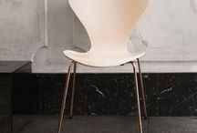 The colour Nude I Republic of Fritz Hansen / Fritz Hansen's Choice 2017 combines the feminine colours of spring time with the minimalistic form of Danish Design functionality. The result is a new interpretation of Arne Jacobsen's iconic Series 7™ that explores the natural surroundings and our understanding of materials. The shell in the serene pastel Nude - has been developed and perfected over time in our design studio to match with the 4-legged base that comes in a 22 karat rose gold coating to complete a softer colour palette.
