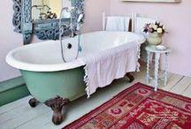 Arredamento d'interni / Ambientazioni di tappeti persiani ed orientali in ambienti classici e moderni. Uno stile eclettico e senza tempo