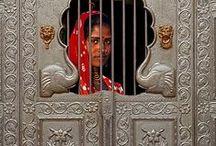 Welcome ! / Portas de entrada, portas de saída, portas que nunca se abriram ou que jamais se fecharão... simplesmente portas que contam histórias de vida!