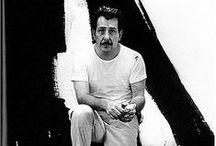 Franz Kline (1910-1962) / Franz Kline est un peintre américain du xxe siècle. Il est né le 23 mai 1910 à Wilkes-Barre, en Pennsylvanie, et mort le 13 mai 1962 à New York. Il est l'une des figures majeures de l'expressionnisme abstrait, situé principalement (mais non uniquement) à New York dans les années 1940 et 1950, comme son ami Willem de Kooning. Il pratiquait l'action painting : peignant de larges toiles en noir et blanc selon des schémas néanmoins pré-établis.
