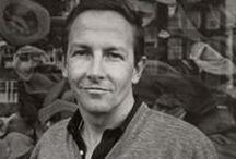 R.Rauschenberg (1925-2008) / Robert Milton Ernest Rauschenberg, né le 22 octobre 1925 à Port Arthur, Texas, et mort le 12 mai 2008 à Captiva, Floride, est un artiste plasticien américain.  Il appartient au mouvement Neo-Dada et est l'un des précurseurs du Pop Art ; ses réalisations vont de la peinture à la gravure, en passant par la photographie, la chorégraphie et la musique.