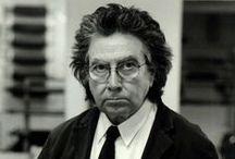 Antoni Tàpies (1923-2012) / Antoni Tàpies i Puig, 1er marquis de Tàpies1 né le 12 décembre 1923 à Barcelone où il meurt le 6 février 2012 (à 88 ans)2), est un peintre, sculpteur, essayiste et théoricien de l'art espagnol d'expression catalane.