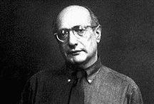 Mark Rothko (1903-1970) / Mark Rothko, né Marcus Rothkowitz (Markus Yakovlevich Rotkovich en russe) à Dvinsk, aujourd'hui Daugavpils (Lettonie), le 25 septembre 1903 et mort le 25 février 1970, est un peintre américain. Classé parmi les représentants de l'expressionnisme abstrait américain, Rothko refusait cette catégorisation jugée « aliénante ».