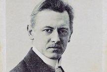 Kurt Schwitters (1887-1948) / Kurt Schwitters, (1887-1948) est un peintre, sculpteur et poète allemand qui a incarné l'esprit individualiste et anarchiste du mouvement Dada, dont il fut l'un des principaux animateurs de Hanovre.  En parallèle à Dada, il a créé un mouvement qu'il a appelé « Merz (de) ». Il a exercé une influence importante sur les néo-dada américains, Robert Rauschenberg en particulier, qui lui a emprunté l'idée de ses « combine-paintings » et ses collages.