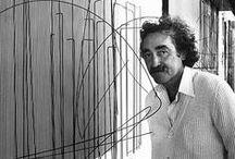 J.R. Soto (1923-2005) / Jesús-Rafael Soto était un artiste plasticien (sculpteur et peintre), né le 5 juin 1923 à Ciudad Bolivar, Venezuela, et décédé le 14 janvier 2005 à Paris.