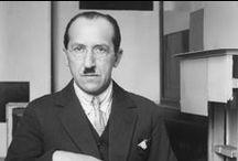 Piet Mondrian (1872-1944) / Pieter Cornelis Mondriaan, appelé Piet Mondrian1 à partir de 1912, né le 7 mars 1872 à Amersfoort aux Pays-Bas et mort le 1er février 1944 à New York , est un peintre néerlandais reconnu comme un des pionniers de l'abstraction.
