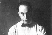 T. Van Doesburg (1883-1931) / Théo van Doesburg, pseudonyme de Christian Emil Marie Küpper, est un peintre, architecte et théoricien de l'art néerlandais, né à Utrecht en 1883, décédé à Davos en 1931. Il est connu pour être le fondateur et principal animateur du mouvement De Stijl. Il résida principalement à Utrecht, Weimar, Paris et Meudon.