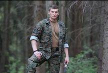 """Uniform MCCUU """"2013"""" / Uniformu MCCUU (Marine Corps Combat Utility Uniform) používajú v dnešnej dobe vojaci Americkej námornej pechoty USMC. Uniforma býva v prevedení Marpat digital woodland a Marpat digital desert. Jeden z veľmi kvalitných výrobcov (HELIKON) vyrobil vernú kópiu tejto uniformy."""