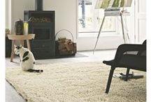 Natural Living Teppiche / Schaffen Sie sich kleine Oasen der Entspannung mit den  schönen Teppichen im Natural Living-Stil: Sanfte Farben und  weiche Erdtöne beruhigen die Sinne, während hochwertige  Naturfasern wie Wolle und Baumwolle ein angenehmes  Raumklima schaffen. Die zeitlosen Natural Living-Teppiche von  benuta sind deshalb oft unifarben oder mit harmonischen floralen  Mustern versehen, die ebenso stilvoll wie natürlich sind.
