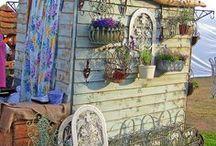 Bohemian Garden Patio & Homes / Bohemian garden. Bohemian patio. Bohemian Homes. Boho decorations. Inspirations. Ideas.