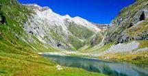 Ascension du Vignemale, seigneur des Pyrénées / Le Vignemale est un sommet des Pyrénées sur la frontière franco-espagnole. Il culmine à 3298 mètres d'altitude. Son ascension peut se faire en une journée depuis le lac d'Ossoue
