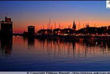 La Rochelle au soleil couchant / La Rochelle se découvre également au coucher du soleil, une lumière chaude et orangée ravit chaque soir la cité portuaire avant de s'enlacer pour une nuit paisible