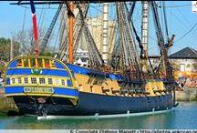 """La frégate """"L'Hermione"""" / L'Hermione est en escale à La Rochelle depuis l'aube (22/02/2015) ! Cette belle frégate à trois mâts ajoute une nouvelle touche de couleurs au Bassin des Chalutiers, qui jouxte le Vieux-Port. Une foule d'admirateurs ont chanté ses louanges en cette matinée ensoleillée pour mieux contempler le navire et le mitrailler de photos"""