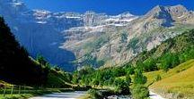 Pyrénées - Cirque de Gavarnie / Le cirque glaciaire de Gavarnie, dans le massif montagneux des Pyrénées, est un extraordinaire amphithéâtre de calcaire et une impasse rocheuse de 1500 mètres de haut avec ses 14 kms de circonférence qui flirte avec l'Espagne. A ses pieds, s'étire le village de Gavarnie, berceau du Pyrénéisme http://photos.ankryan.net/tag/206-cirque-de-gavarnie/album/16-espagne-cirques-et-canyons-du-mont-perdu