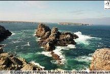 Bretagne - Ile d'Ouessant / Située au large de la pointe de la Bretagne, Ouessant est l'île la plus occidentale de la Manche et de l'Atlantique, en mer d'Iroise. Entourée de brume, de récifs et de courants violents, Ouessant veille au ponant du continent européen