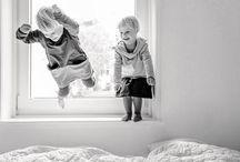 Kinder     Foto-Tipps und Ideen / Kreative Fotografie-Ideen und Profi-Tipps für schöne Kinderfotos im Familienalltag, einfach und verständlich erklärt auf Leni Moretti's Fotografie-Blog www.lenimoretti.com/blog! Wie vermeide ich verwackelte Kinderfotos? Wie fotografiere ich spielende Kinder in Bewegung? Und wie bediene ich meine Spiegelreflexkamera im M-Modus? //  Fotografie, Ideen, Kinder, Tipps, Zuhause, Drinnen, Kleinkind, Schwangerschaft, Fotoshooting, Eltern, Familie