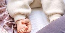 Babys     Foto-Tipps + Ideen / Praktische Fotografie-Tipps und inspirierende, kreative Ideen für schöne Baby- und Kinderfotos zum Selbermachen. Damit Du diese besondere Zeit, die viel zu schnell vergeht, in einzigartigen Bildern festhalten kannst. Die Dich immer wieder zurückbringen werden zu den ersten Wochen und Monaten mit Deinem Kind. Leni Moretti Fotografie-Blog: www.lenimoretti.com/blog  // Fotografie, Ideen, Kinder, Tipps, Zuhause, Drinnen, Kleinkind, Schwangerschaft, Fotoshooting, Babyshooting, Neugeborenenfotos, Eltern, Familie