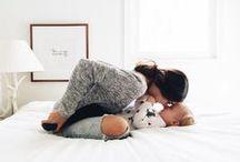 Homestory     Familien / Familienfotos in vertrauter Umgebung und natürlicher Atmosphäre im eigenen Zuhause. Noch mehr Inspirationen für Familienshootings zu Hause (Homestory) findet Ihr hier: http://www.lenimoretti.com/familienfotos-zu-hause-berlin/  // Fotografie, Ideen, Kinder, Tipps, Zuhause, Drinnen, Kleinkind, Schwangerschaft, Fotoshooting, Babyshooting, Neugeborenenfotos, Eltern, Familie