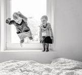"""Kinder     Fotos mit Bewegung / Kinder wollen toben, spielen, sich bewegen. Hier findest Du Kinderfotos """"in Action""""!    // Fotografie, Ideen, Kinder, Tipps, Zuhause, Drinnen, Kleinkind, Fotoshooting, Familienshooting, Eltern, Familie"""