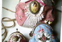 KaRoa Designs. Vintage Collection. / Inspirada en la época victoriana y el romanticismo, esta colección engloba piezas de bisutería, bolsos y tocados.
