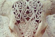 Incised / Carved, incised, decorated skulls.