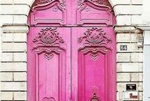 Colourful Doors / Beautiful and colourful doors for inspiration in your own home decor projects to add a beautiful colour (color) pop.  Sparklesoflight76.blogspot.co.uk