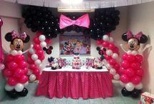 Decoración cumple de minnie mouse / Decoración de globo con piñata, regalera, centros y dulces totalmente artesanal y personalizado!