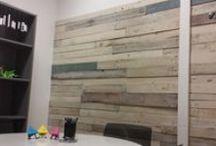 Moss • Sala de reuniones Tridenia - interiorismo / Proyecto de interiorismo de la sala de reuniones de la empresa de consultoría y desarrollo web Tridenia, Barcelona. #upcycling #reforma #interiorismo #barcelona #palets #madera