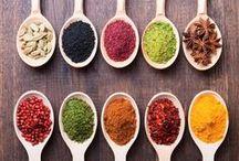 Ervas & Especiarias / Utilizadas não só para conservar os alimentos e melhorar seu sabor, as especiarias são também usadas como medicamentos, afrodisíacos, perfumes, incensos etc. Saiba mais em: www.asenhoradomonte.com