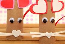 Valentine crafts - Kids / Easy Valentine crafts for kids to make. DIY Valentines for the classroom. Valentine's Day crafts for toddlers and preschoolers: heart crafts, love bug crafts, heart robots, heart suncatchers, Valentine bags, Valentine favors
