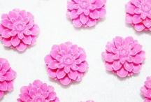 Flores de resina / Encontraras más en nuestra TIENDA ONLINE www.unlugarenelmundobypaula.com