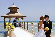 Weddings & Honeymoons / Look no further than Holiday Inn Resort Montego Bay as a picture-perfect location for the island wedding of your dreams! Romance takes on a special meaning in the soft sea breeze of Jamaica. Imagine a sunset beach, gorgeous flowers, and the person you love standing by your side as you take your marriage vows surrounded by friends and family.